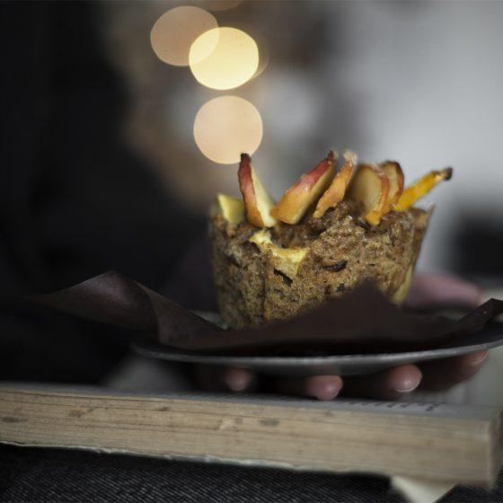 Apple muffins with spelt flour, raisins and cinnamon